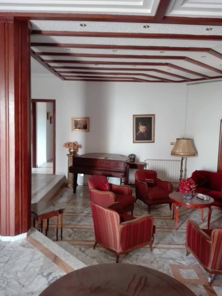 Image    A vendre Villa bâti sur un Terrain de 4000m sur route principal 25