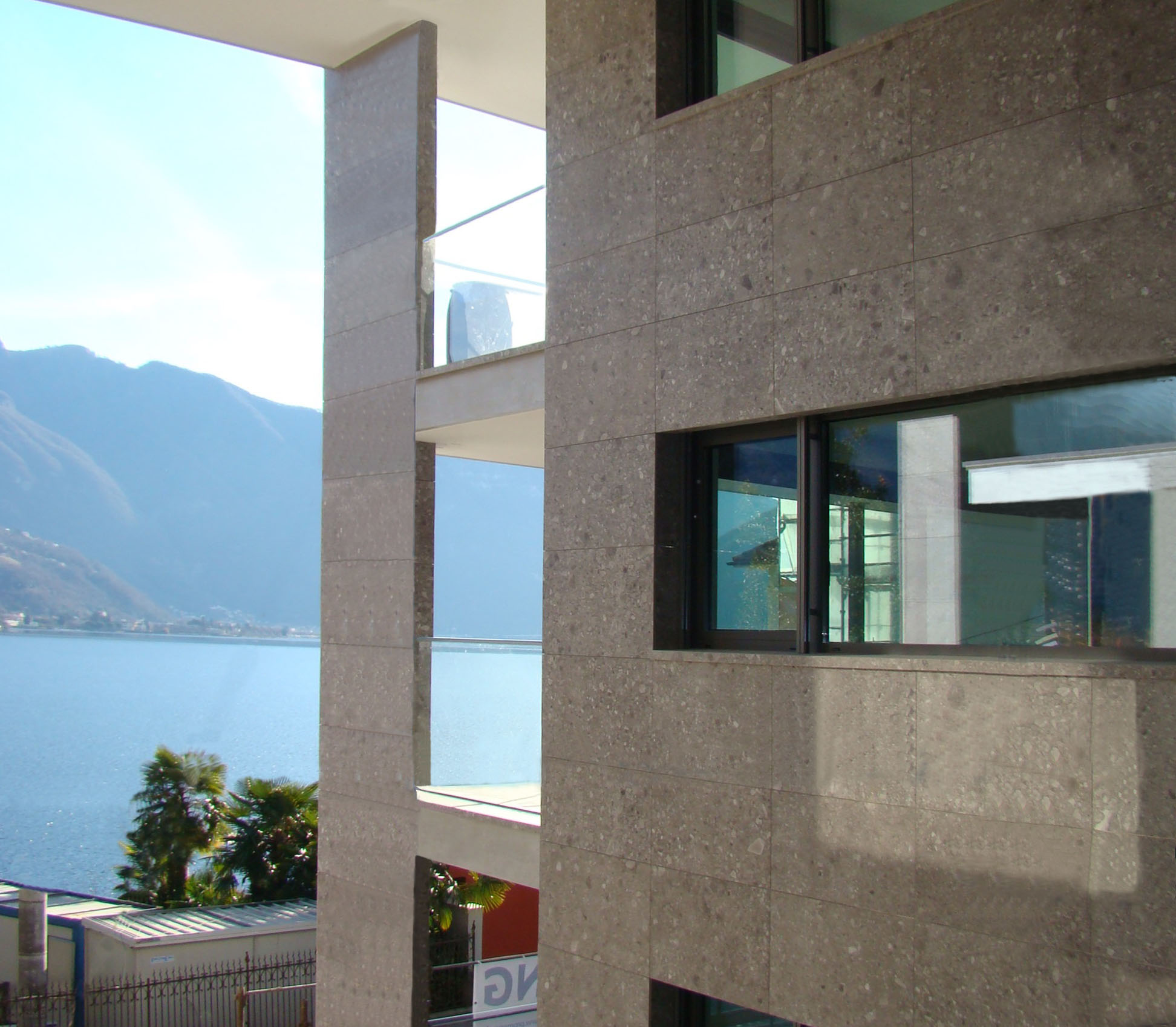 Image Prestigious duplex  apartment with garden on Lake Lugano 1