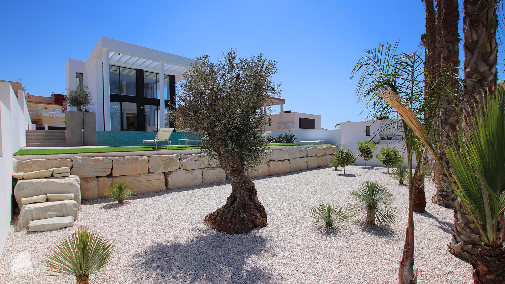 Image Majestic Loft Style Villa in Quesada 1