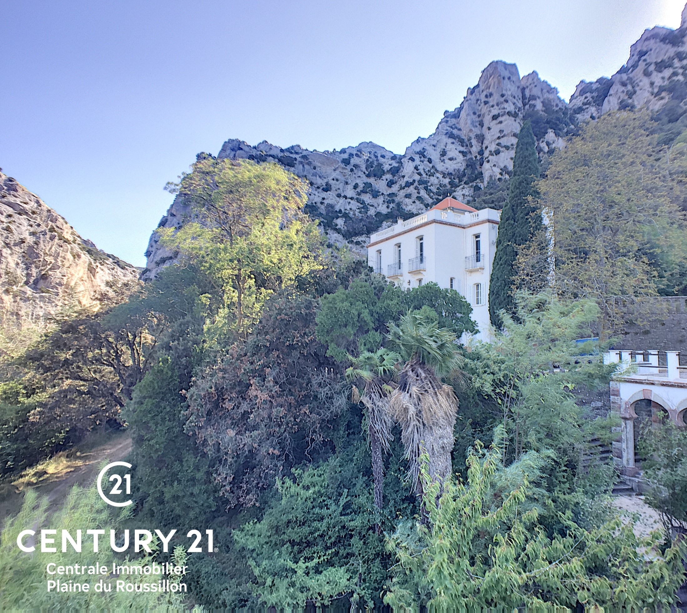 Image  Master house located in the heart of a natural park of 2.6 hectares 2
