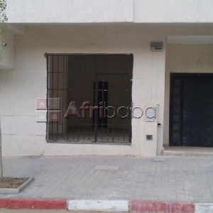 Local commercial titré 30m2 à vendre à Mesnana Golf Tanger></noscript>