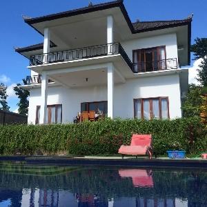 Superbe Villa sur les hauteurs de Lovina Beach></noscript>                                                         <span class=