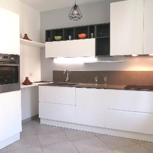 Appartamento con garage e cantina></noscript>                                                         <span class=
