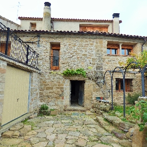 Large house in Sierra de Guara, Aragon, Espagne></noscript>