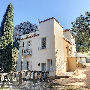 Master house located in the heart of a natural park of 2.6 hectares></noscript>