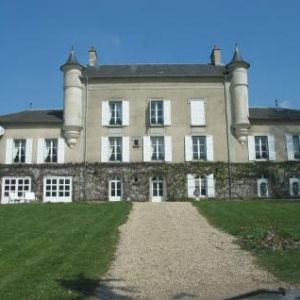 Sale castle villeneuve sur bellot ></noscript>