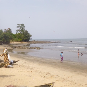 6 Plots, seaside entrance Kribi ( Bay Elabé ) private entrance Kribi, Cameroon, CM></noscript>