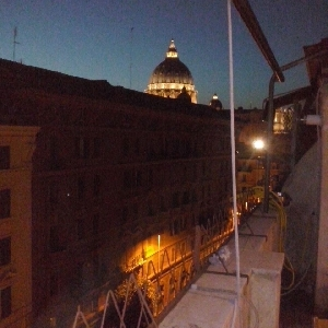 Attico vista Cupola San Pietro></noscript>                                                         <span class=